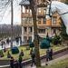 A villa rendezett parkja