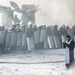 A téren rendszeresen látni papokat. Bár a tüntetők elleni rendőri fellépést a moszkvai pátriárka alá rendelt ukrajnai pravoszláv egyház is elítélte, aktívan inkább a görögkatolikusok vesznek részt a tiltakozásokon. Papok éppúgy, mint papnövendékek, természetesen leginkább Nyugat-Ukrajnából.  Az egyház pravoszláv liturgiát követ, de elfogadja a római pápa főségét. Ez is egy kulturális törésvonal Kelet- és Nyugat-Ukrajna között.