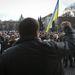 Az épület előtti téren délután gyűlést tartottak, ahol megemlékeztek az az áldozatokra, illetve felszólalt néhány ember. A tüntetők addig akarnak maradni az épületben, amíg kell, egyelőre nem tervezi elhagyni.