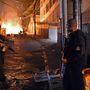 A rendőrség a hat hét múlva kezdődő labdarúgó világbajnokság közeledtével a korábbinál is keményebben lép fel bűnözőkkel és a kábítószerbandákkal szemben a Rio de Janeiró-i nyomornegyedekben. Az MTI azt írja: az akciókban már több vétlen ember is életét vesztette. Az Amnesty International szerint Brazíliában évente nagyjából kétezren esnek a rendőri erőszak áldozatául.