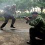 Nagyjából 500 oroszpárti fegyveres támadt a laktanyára. Közülük öten meghaltak, többen megsérültek.