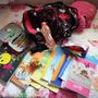 Egy Athéntól 550 kilométerre lévő görög falucskában élő nyolcéves diák csomagja.