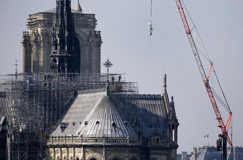 Miért mosolygott az égő Notre-Dame-nál két arab férfi? - 1
