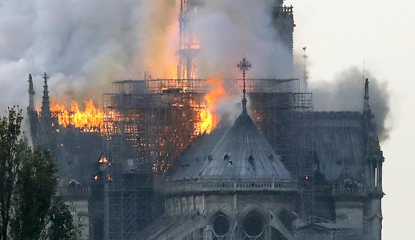 Miért mosolygott az égő Notre-Dame-nál két arab férfi? - 3