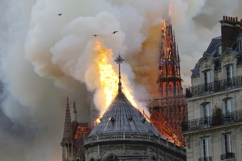 Miért mosolygott az égő Notre-Dame-nál két arab férfi? - 6