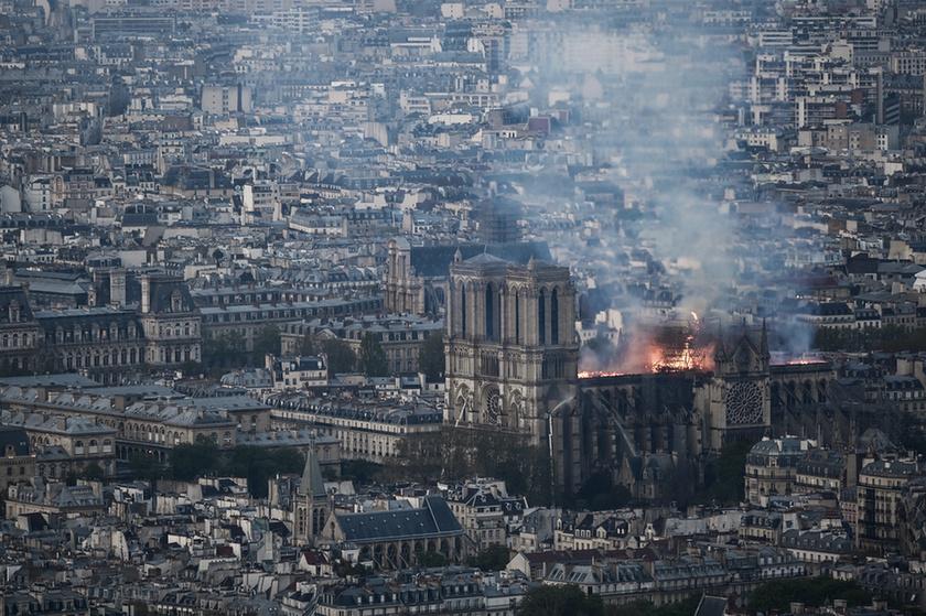 Miért mosolygott az égő Notre-Dame-nál két arab férfi? - 10