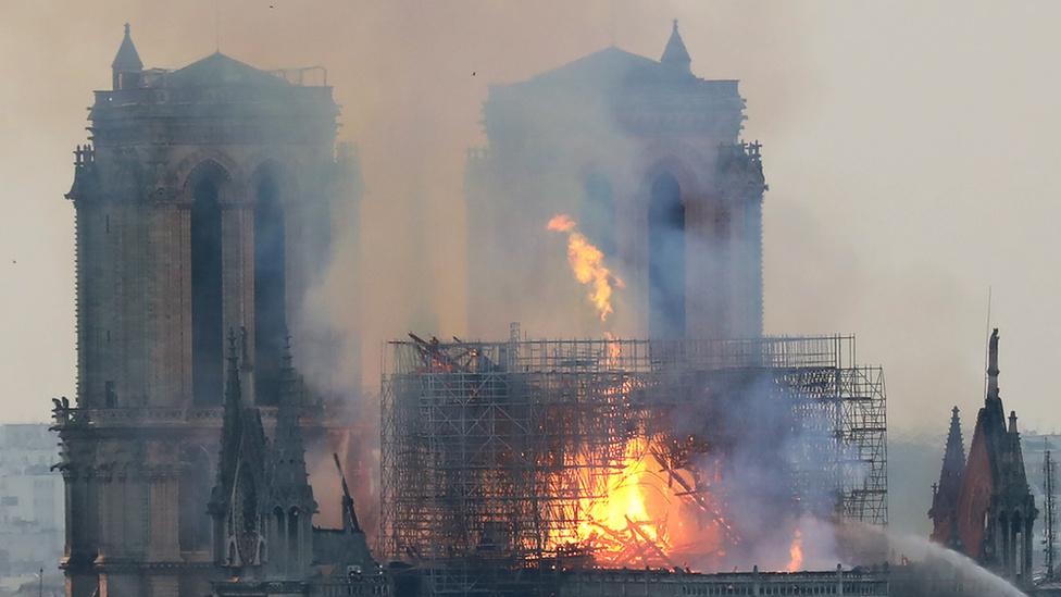 Miért mosolygott az égő Notre-Dame-nál két arab férfi? - 9
