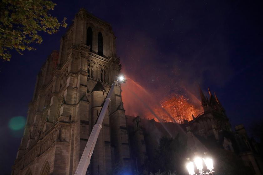 Miért mosolygott az égő Notre-Dame-nál két arab férfi? - 12