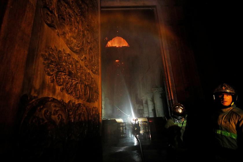 Miért mosolygott az égő Notre-Dame-nál két arab férfi? - 14