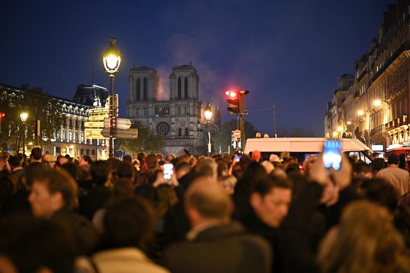 Miért mosolygott az égő Notre-Dame-nál két arab férfi? - 16