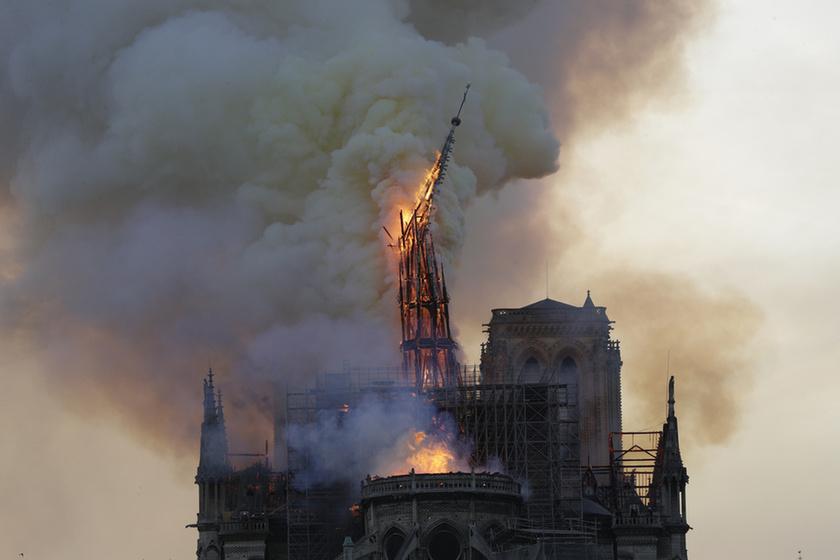 Miért mosolygott az égő Notre-Dame-nál két arab férfi? - 5