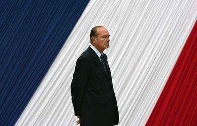 Chirac üdvözli utódják Nicolas Sarkozyt az Élysée-palotában 2007. május 16-án