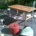 A belövő helyek eszközei: asztal, ülőalkalmatosság, víz.