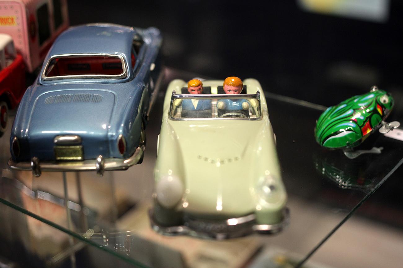 Az ötvenes évek második felében gyártották, tomboló hiánygazdasági keretek közt, mégis szép és működik.