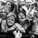Rajongók az első sorban, Duran Duran a nagyszínpadon Birminghamben. A Duran Duran a nyolcvanas évek legsikeresebb brit bandája volt.