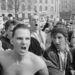 Az 1990-es Trafalgar téri csata, Thatcher miniszterelnökségének végjátéka. Kétszázezres tömeg gyűlt össze a téren az egykulcsos, közösségi adózás bevezetése ellen tiltakozva.