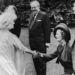 Erzsébet anyakirályné és Margaret Thatcher 1980-ban, II. Erzsébet édesanyjának 80. születésnapján. Thatcher ellentmondást nem tűrő makacssága miatt gyakran került konfliktusba a királyi családdal.