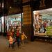 Kisvakond a Millenium Könyvesház kirakatában.
