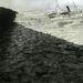 A Solo nevű gőzős roncsa a holland partoknál. 1911-ben kicsit ráerősítettek a drámai hullámzásra is.
