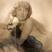 A hiányos öltözetű hölgyről készült képet címlapként szerették volna használni, úgyhogy egy fekete füstre emlékeztető sállal takarták el a problémát részeket. 1920-29 között készült a bravúr.