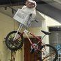 E.T. biciklizett át a fejünk felett a lépcsőházban