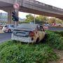 Ez az autó áll Szentendrei út felé vezető elágazás szélén.