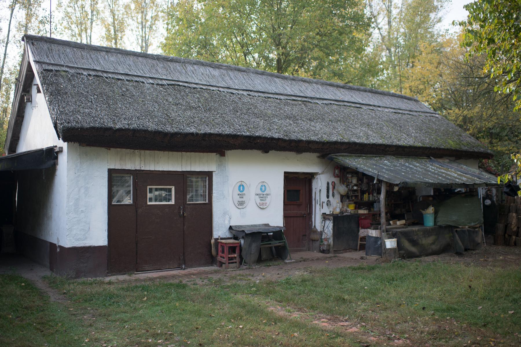 Az egykori madrávárta egy 19. századi tanyaépületben kapott helyett