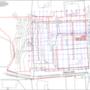 A fejlesztés kitűzési helyszínrajza a jogerős kiviteli tervből, látszik, hogy az épület nemcsak az utcára néző foghíjra kerül, hanem a telek hátsó, ma erdős részének is elfoglalja egy nagy darabját.