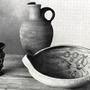 Gorka Géza kerámiái - Magyar Iparművészet  1939, jobbra elől a halas tányér, a buborékok között úszkáló halak motívumához sokszor visszatért
