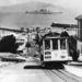 Kilátás a szigetre San Francisco dombjairól, a híres kábelvillamosról.