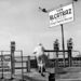 Az ötvenes évek elején San Franciscóban az óceánpartról távcsövekkel lehetett bekémlelni Alcatraz szigetére, amivel a turisták rendszeresen éltek is.