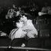 Még egy csók a moziban. Weegee gyakran járt moziba, hogy csókolózó párokat  fotózzon ott.