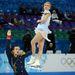 A páros műkorcsolya győztesei, Tatyana Voloszozsar és Makszim Trankov a 2014-es olimpia győztese.  A szabad programban egy hibás, és olyan borzasztóan feszült programot mutattak be