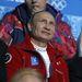 Vlagyimir Putyin dolgokat néz