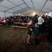 A tribünön fagyoskodók egy, a régi és az új lelátó között felállított sátorban melegedhettek