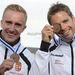 A harmadik helyezett páros Dombi Rudolf és Kökény Roland ünnepel a férfi kajak kettes 1000 méteres verseny eredményhirdetésén