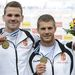 Vasbányai Henrik (b) és Mike Róbert ünnepel a férfi kenu kettes 1000 méteres verseny eredményhirdetésén