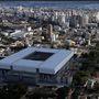 Az Arena da Baixadánál akkora csúszásban voltak, hogy már februárban ki akarták venni a helyszínek közül. Végül sikerült befejezni.