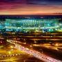 A Nemzeti Garrincha Stadion éjszakai megvilágításban Brazíliavárosban.