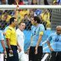 A meccs első sárga lapját az uruguayi középső védő, Godín kapta.