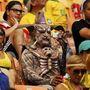 A amazóniai pokolban ideális viselet a törzsi halálsámán jelmez. Ha tippelnünk kéne, Hondurasnak szorít az úriember.