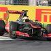 Sergio Perez három keréken, és keményen a kerékvetőn az első sikánban