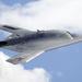 Legutóbbi felszállásán még repülésirányítók integettek az X-47B jelű kísérleti harci repülő pilótájának, de jövőre már elmarad a tisztelgés – robotok veszik át a gép irányítását. A több éve tartó fejlesztési munkának fontos állomása lesz a 2013-ban megvalósuló felszállás, amit egy repülőgépszállító hajóról végeznek el.
