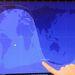 Az első magyar műhold egyik fejlesztőmérnöke egy aktuálisan vételközelbe érkezett műhold pályáját mutatja
