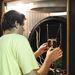 2010. július 15. Budapest. Temesvölgyi Tamás a Masat-1 mérnöki példányát készíti elő a termovákuum-tesztekhez. A tesztek során az űrbéli viszonyoknak megfelelő környezetben működött a műhold.
