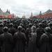 Így indulhattak a Moszkvától alig néhány kilométerre húzódó frontra 1941-ben az orosz katonák. November 7-én Oroszországban katonai díszszemlével emlékeznek a vörös hadsereg fontos győzelmére a német csapatok ellen.