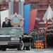 A kedden leváltott Anatolij Szergyukov védelmi miniszter nyitott limuzinból kísérte a menetet. Posztjáról a tárcájánál kirobbant sikkasztási botrány miatt kellett távoznia.