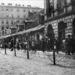 Lengyel zsidók szögesdrót mögött. 1940 és 1943 között éltek így Varsóban.