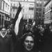 A Picture Posttal egyidőben közölt képes beszámolót a forradalomról a LIFE magazin is. A tízoldalas riport a lap 35. oldalán kezdődött, a borotvareklám után. (A fenti kép egy következő lapszámban jelent meg, a magyar nők küzdelmét bemutató cikk mellett.)