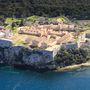 Egy indiai üzletember, Vijay Mallya nemrég 60 millió dollár körüli összeget fizetett a sziget egyik legszebb létesítményéért.